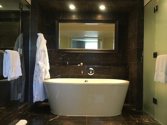 Rosewood Hotel Georgia: Beautiful rooms