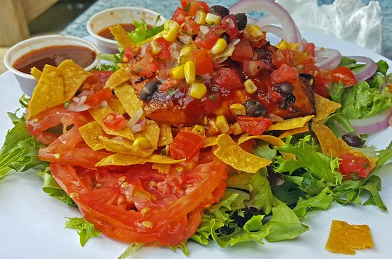 Lake Lure, Carolina del Norte: My Very Good Chipotle Salmon Salad