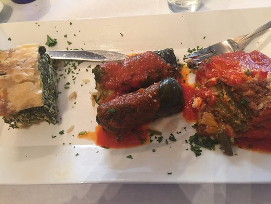 Santorini Estiatorio: Dinner--- the vegetarian trio!
