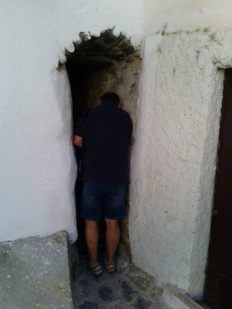Roseto Capo Spulico, Italië: Provate a passare da qui?! Non e' concesso a tutti.