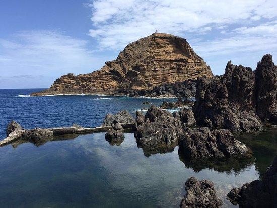 Porto Moniz Natural Swimming Pools: Zeg nou zelf, hier wil je toch graag even in zwemmen!
