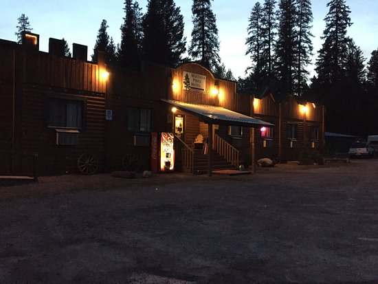 Montana Pines Motel: Cozy room and friendly staff!