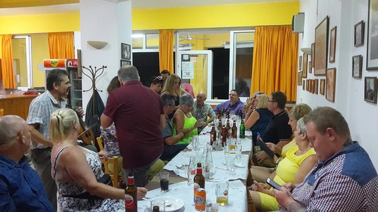 Gerani, Greece: A beautiful night at Traditional tavern Meraklis!