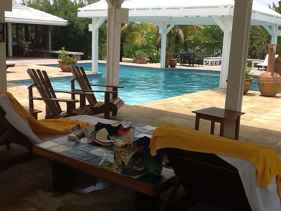 Barefoot Cay: View of pool