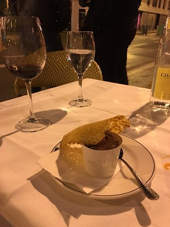 Le Petit Lutetia: Best Place for dinner in Paris for sure Service is great and food is very tasty! Steak was tende