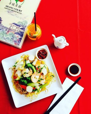 Ashmore, Australien: Hungry? Shangs open for dinner 7 nights a week 4:30-9pm! 🍜 ✌️
