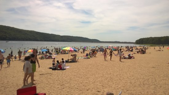Lehighton, Pensilvania: the picnic area was even more crowded. water very busy.