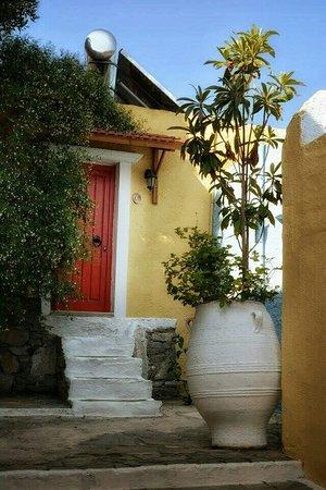 Arolithos Traditional Cretan Village: We loved it
