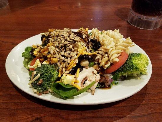 Clinton, MD: salad bar salad