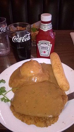 Belle Fourche, Dakota del Sur: Fried hamburger with potato, gravy sauce and bread.