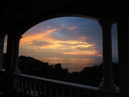 Pacifico Colonial: Balcony