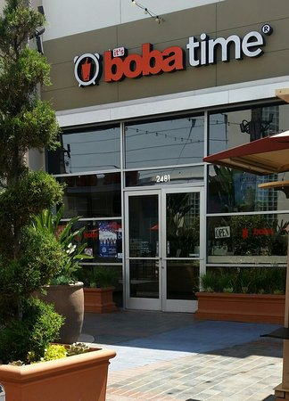 Tustin, CA: Storefront
