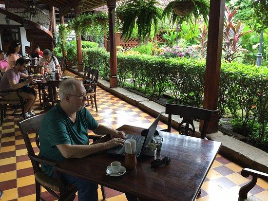 La Gran Francia: Loves his morning coffee and wifi