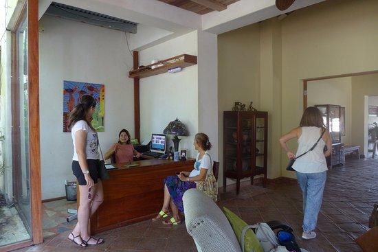 Hotel Casa de Campo Pedasi: Reception area next to Courtyard