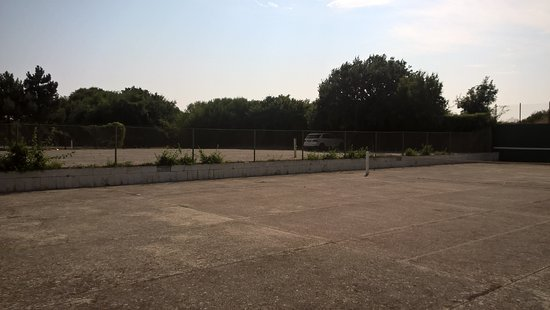 Rusalka, Bulgarie : Hardcourt tennis courts, not in usable condition