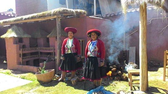 Chinchero, Perú: las acllas cocinando la  wattia