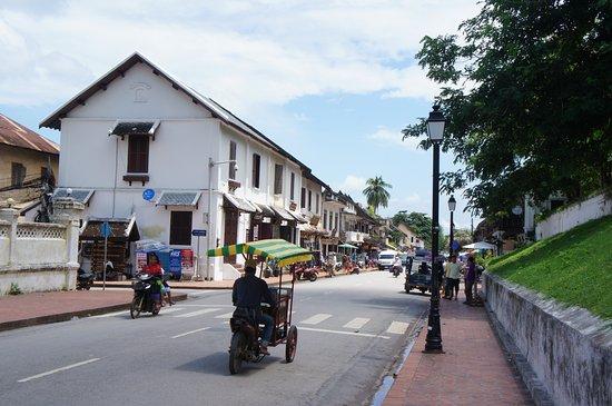 Old Quarter Luang Prabang: 街並みとトゥクトック