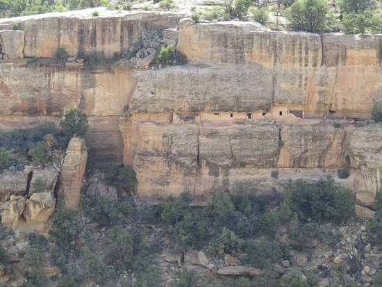 Mancos, Kolorado: beautiful pics...tiny holes are the indians homes, and they traveled up ontop of mesas to hunt e
