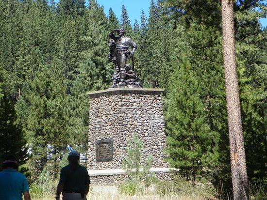 Truckee, CA: Statuein the park the base is 22 feet high the depth of the snowpack that winter