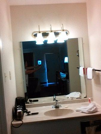 Econo Lodge Shamrock: Vanity