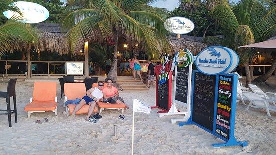 Paradise Beach Hotel: 20160826_181258_large.jpg