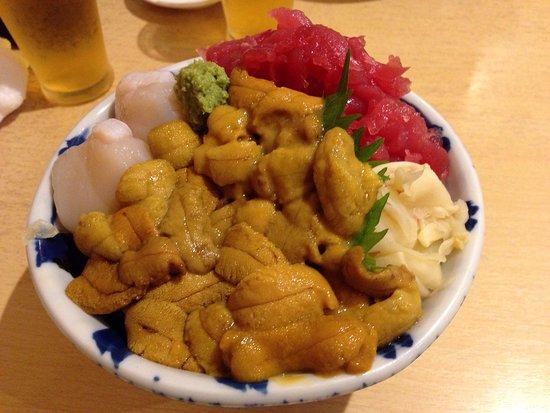 ウニがてんこ盛りの「どどんが丼」を食べました。