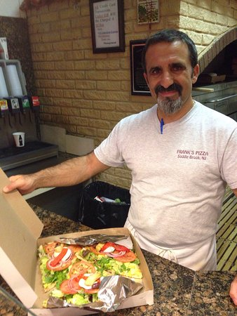 Saddle Brook, Нью-Джерси: It's my favorite pizzeria! It's a family atmosphere with great, fresh tasting food to eat. The s