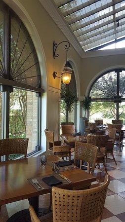 Irving, TX : Resturaunt tables