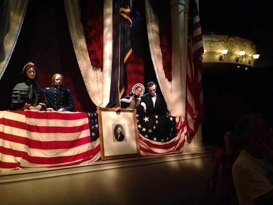 Abraham Lincoln Presidential Library und Museum: Exibit replica of theater where he was shot