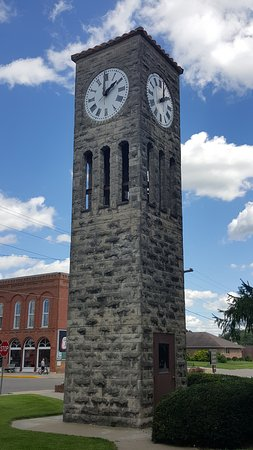 Atlanta, IL: Clock Tower