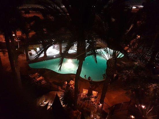 Hotel Menage: 20160826_213901_large.jpg
