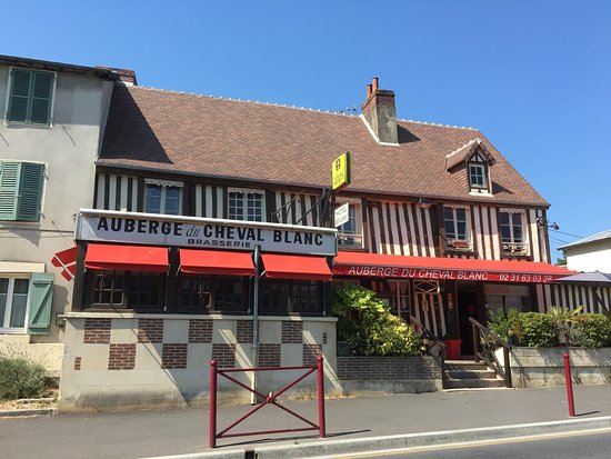 L'Auberge du Cheval Blanc à midi