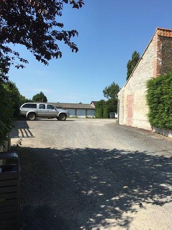 Crevecoeur-en-Auge, Frankreich: L'Auberge du Cheval Blanc à midi