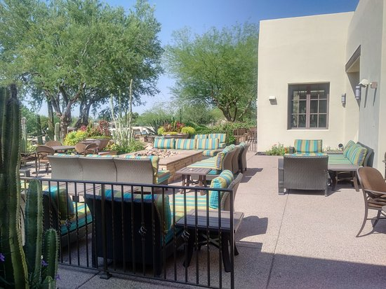 Paradise Valley, AZ: Outdoor seating area by main entrance