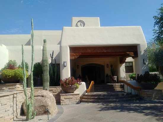 Paradise Valley, AZ: Main entrance