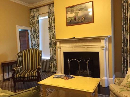 Omni Mount Washington Resort: living area