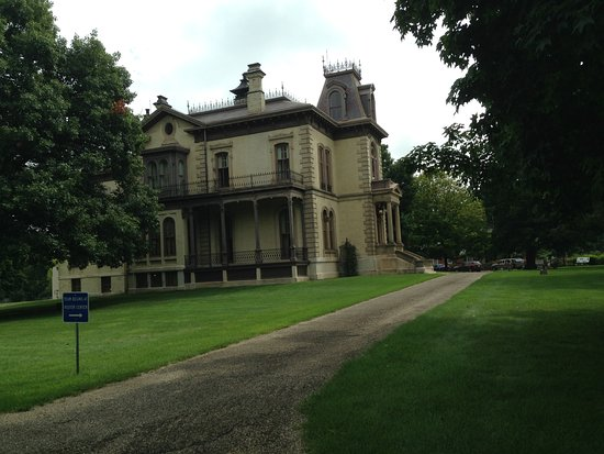 Bloomington, IL : Side view of the Mansion