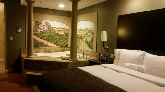 Bedroom With Jacuzzi Picture Of La Bellasera Hotel And Suites Paso Robles Tripadvisor
