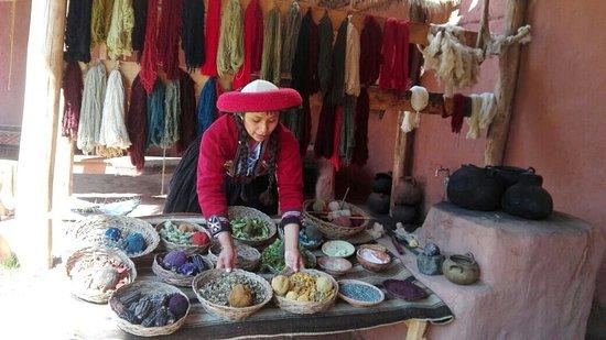 Chinchero, Peru: centro de demostracion de textil.....