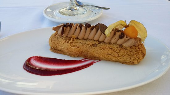 Brossard, Kanada: Gourmandise ce soir ... Chou à la crème de chocolat 58% avec garniture de chocolat au lait brun