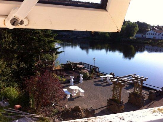 Killorglin, أيرلندا: view of patio/ deck from bath window