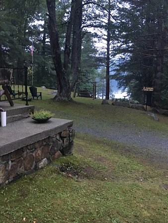 Indian Lake, Nowy Jork: Needs updating and a good cleaning.  Could be charming. Great views