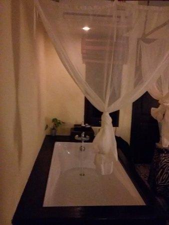 Phra Nang Inn: Bañera
