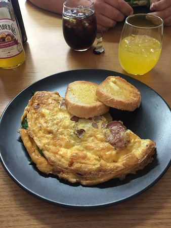 Mudgee, Australia: Beautiful lunch. The pork roll was delicious and the omelette was cooked to my specific order an