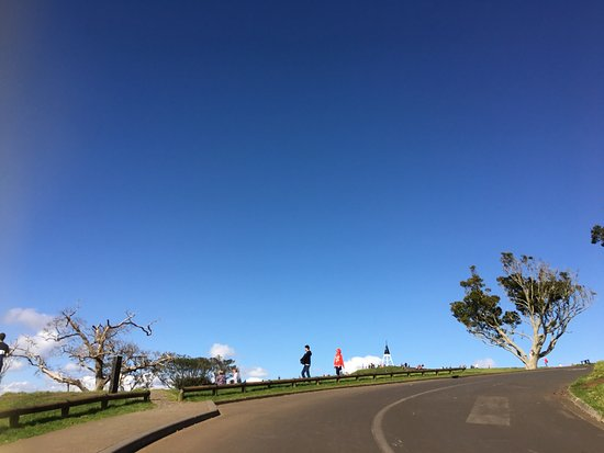 Mount Eden: Cool place to have a walk, biking or jogging with family. Nice view and fresh air. #sundate #fam