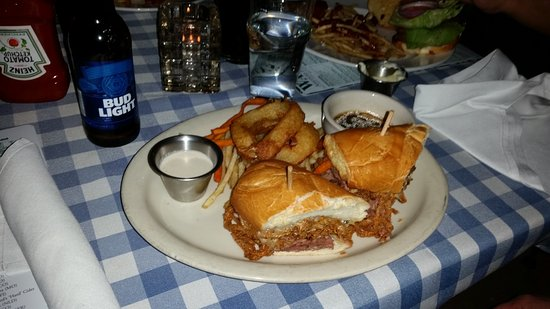 Wally's American Pub N Grill: Prime Rib Dip