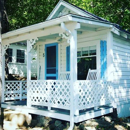 2 River Road Inn & Cottages