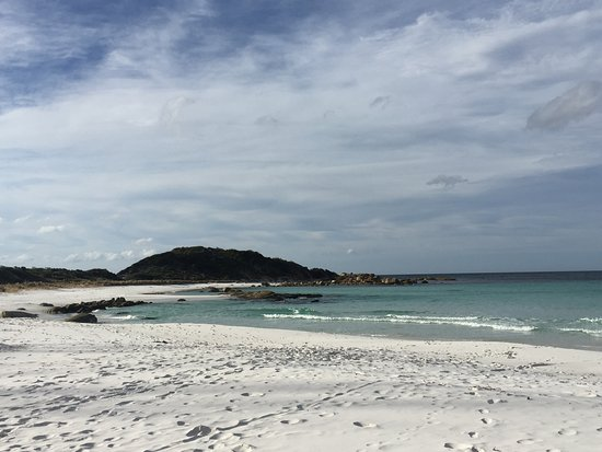 Bay of Fires: White sandy beach