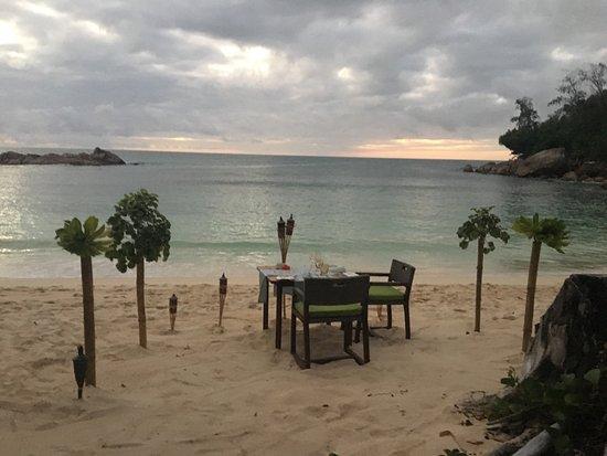 Constance Lemuria: Dîner sur la plage
