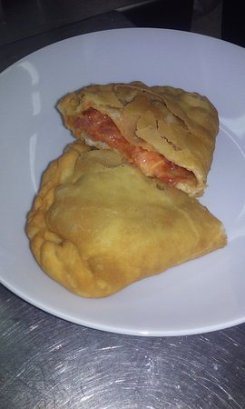 Sunny Isles Beach, Floryda: Need a quick tasty lunch?  A Modo Mio has you covered.  Panzerotti